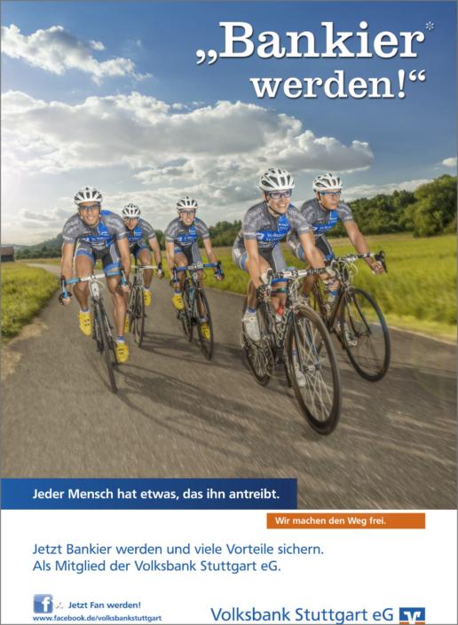 Imagefotografie Werbefotografie Kampagnenfotografie Volksbank Stuttgart eG Bankier Kampagne Bankier werden Radfahrer Profi Feldweg Dynamik Fahraufnahme Car to Bike Cyclisten