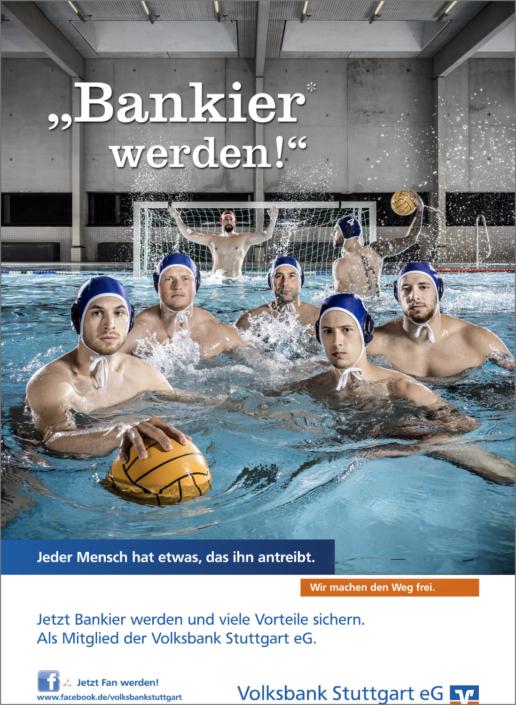 Imagefotografie Werbefotografie Kampagnenfotografie Volksbank Stuttgart eG Bankier Kampagne Bankier werden Wasserball Wasserballer MTV Stuttgart moderne Schwimmhalle Schwimmbad Wasser Dynamik