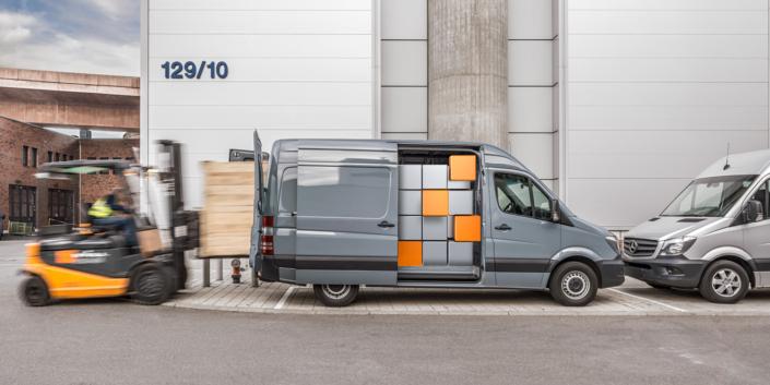 Kampagnen Fotografie Untertürkheim Stuttgart und Umgebung Daimler AG CGI Zauberwürfel gemischt mit realer Umgebung des VTC in Untertürkheim