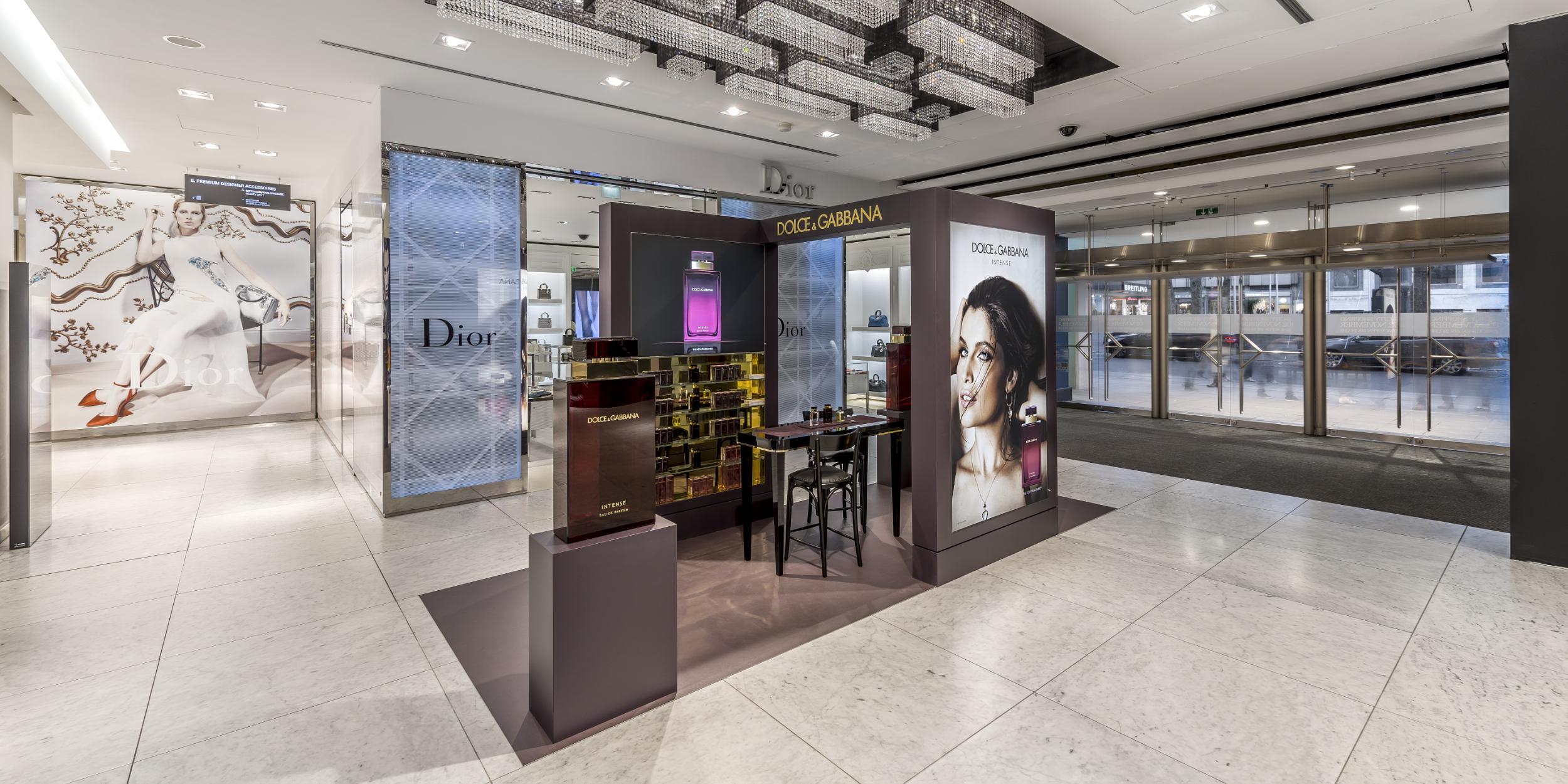 Architekturfotografie Stuttgart und Umgebung Dolce und Gabbana Promotion Breuninger Stuttgart Innenarchitektur richtige Zeit richtiger Ort