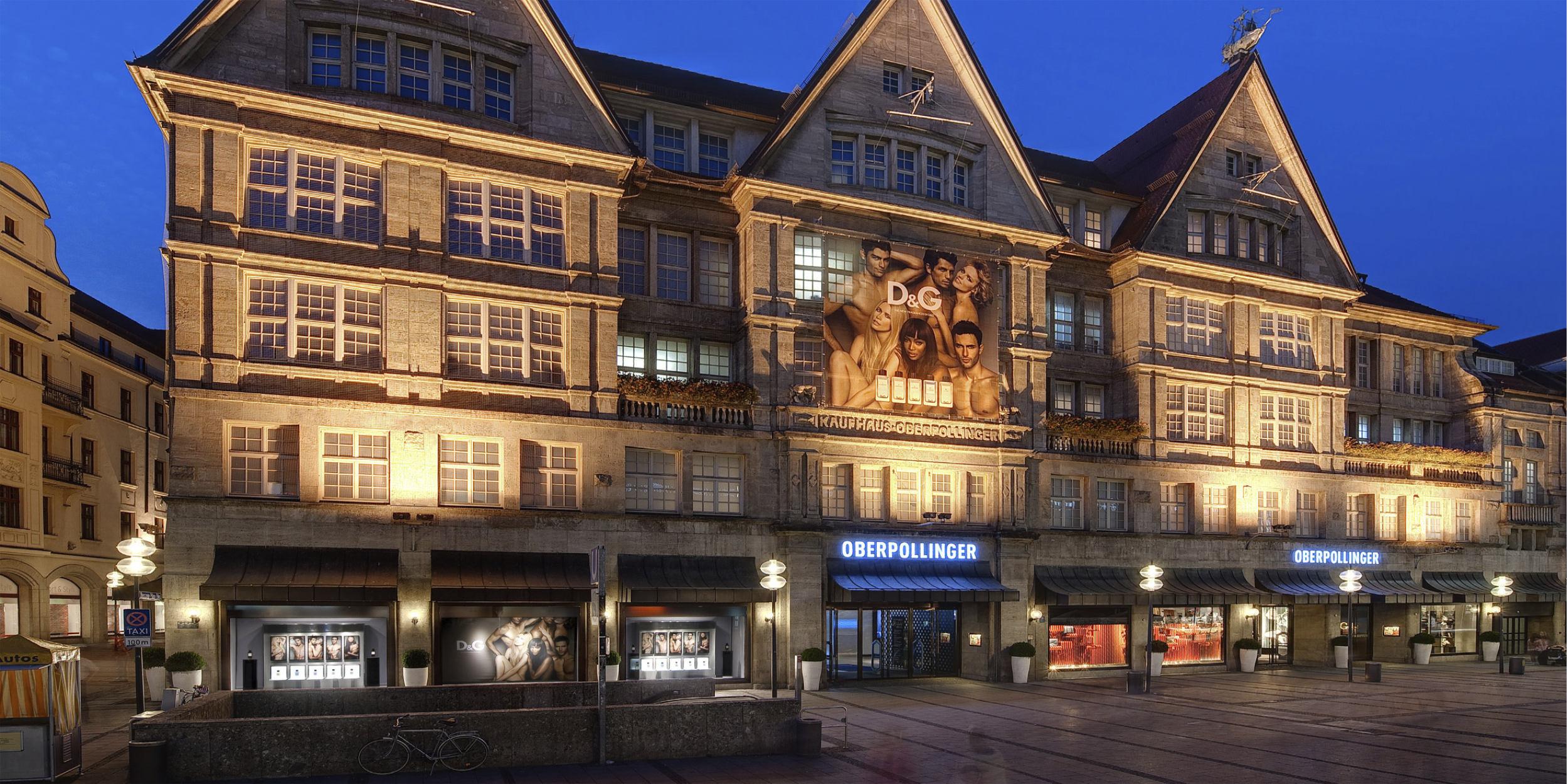 Architekturfotografie Stuttgart und Umgebung Dolce und Gabbana Oberpollinger München Aussenarchitektur Innenarchitektur Dämmerung richtige Zeit richtiger Ort