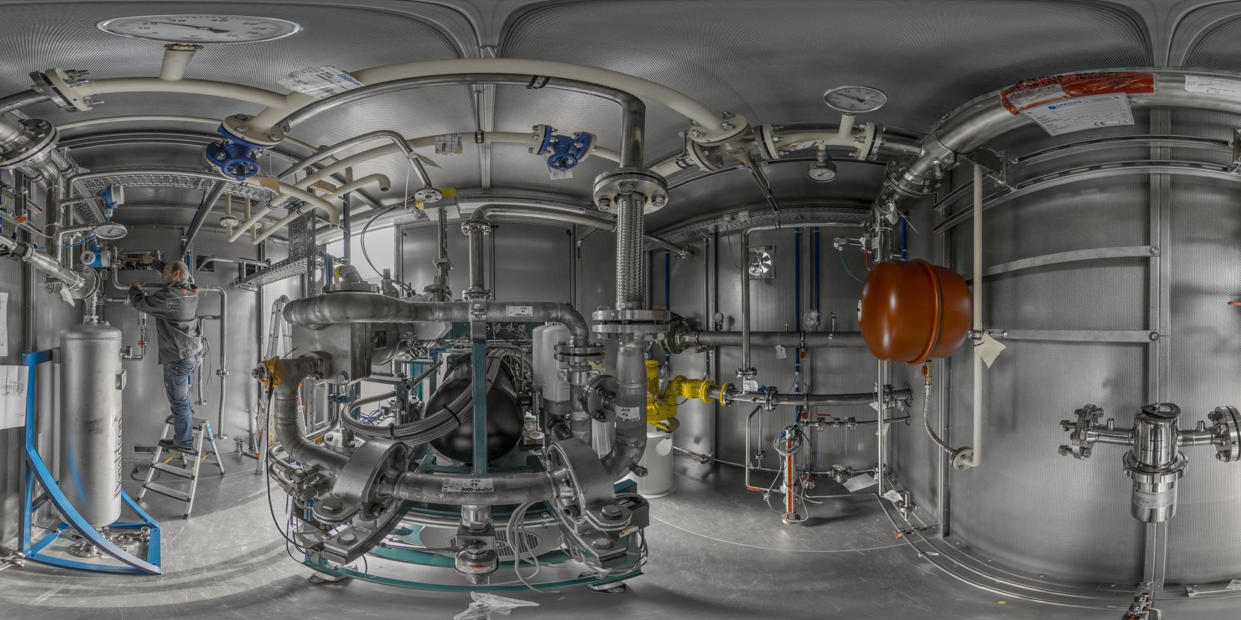 Industriefotografie Stuttgart und Umgebung EISENMANN Holzgerlingen Kleinstanlage Monteuer 360 Grad Panorama enger Raum Testanlage