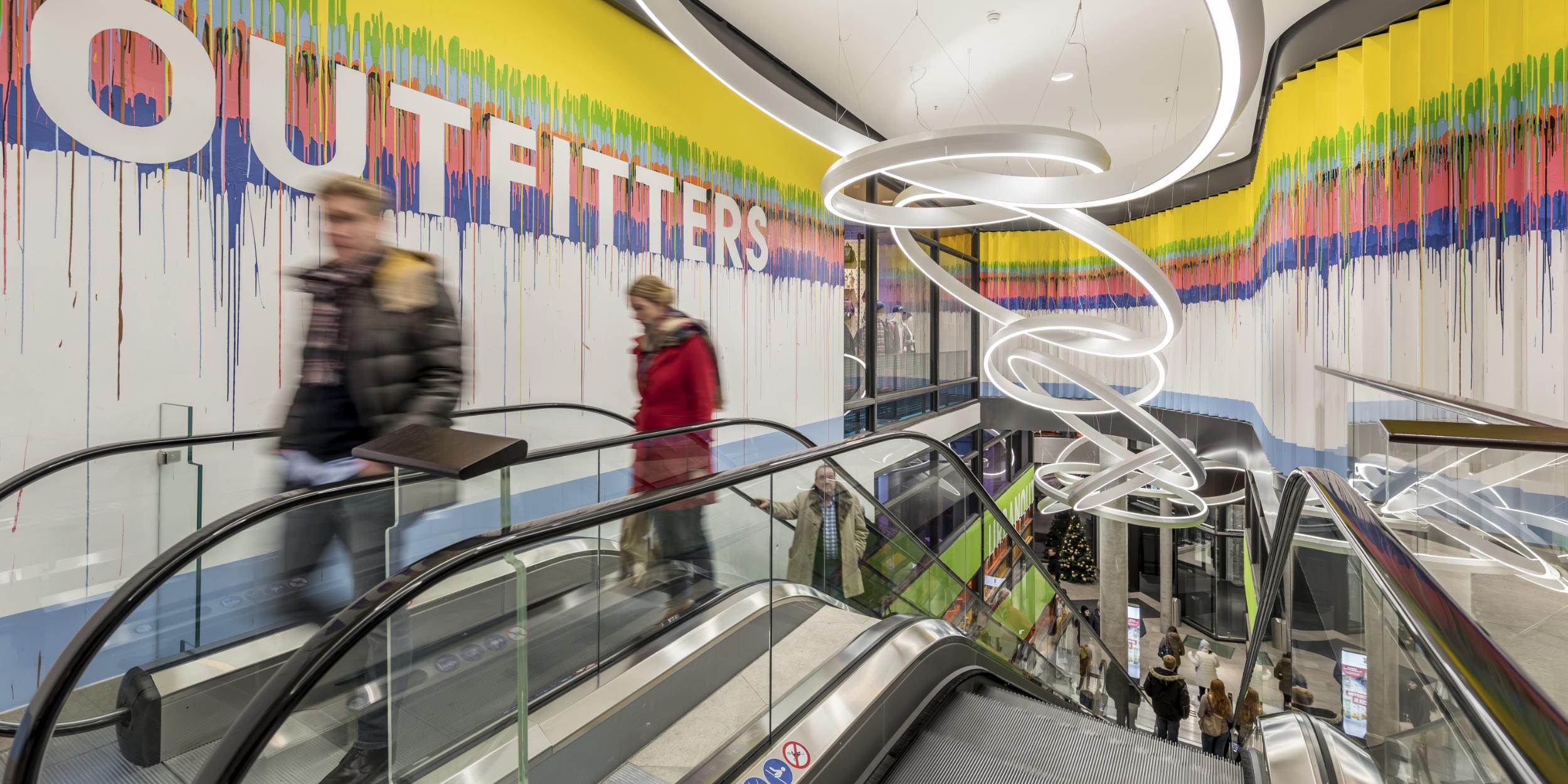 Architekturfotografie Stuttgart und Umgebung Gerber Stuttgart Aussenarchitektur Innenarchitektur Dämmerung Menschenmasse richtige Zeit richtiger Ort