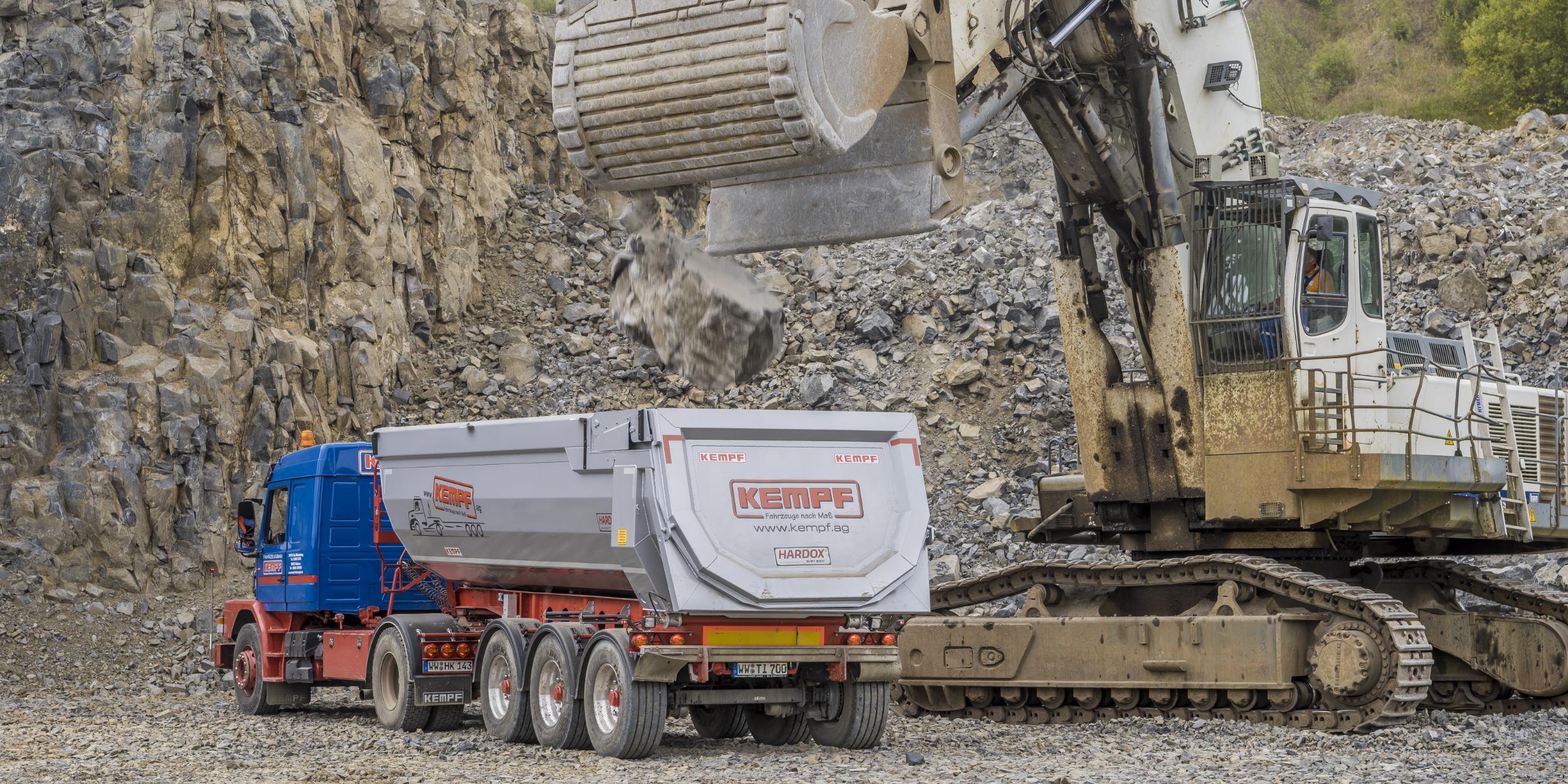 Industriefotografie Stuttgart und Umgebung Hardox SSAB Stahl Steinbruch Schwerlast LKW Materialtest Schwerlast Bagger Enspel Fahrzeugbau KEMPF