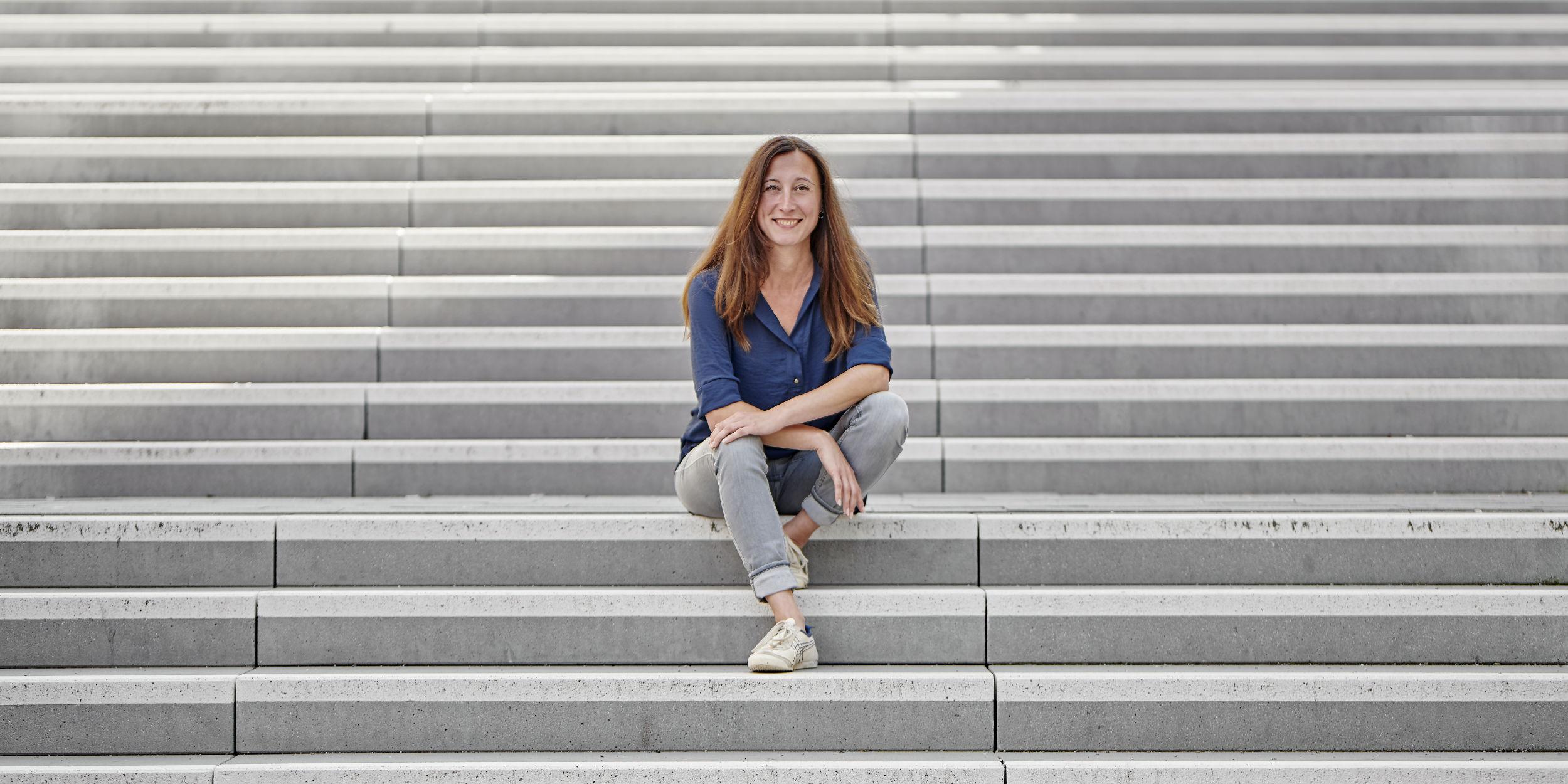 People Fotografie Stuttgart und Umgebung Charakter Portrait junge Frau Sympathisch lächelnd Martina Krägeloh Supervison Coaching Workshops Berlin