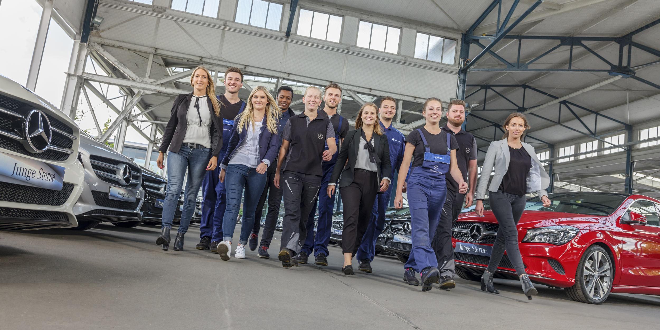 Mercedes Benz AZUBI Kampagne Hamburg Teambuilding laufende Gruppe Auszubildender Junge Sterne