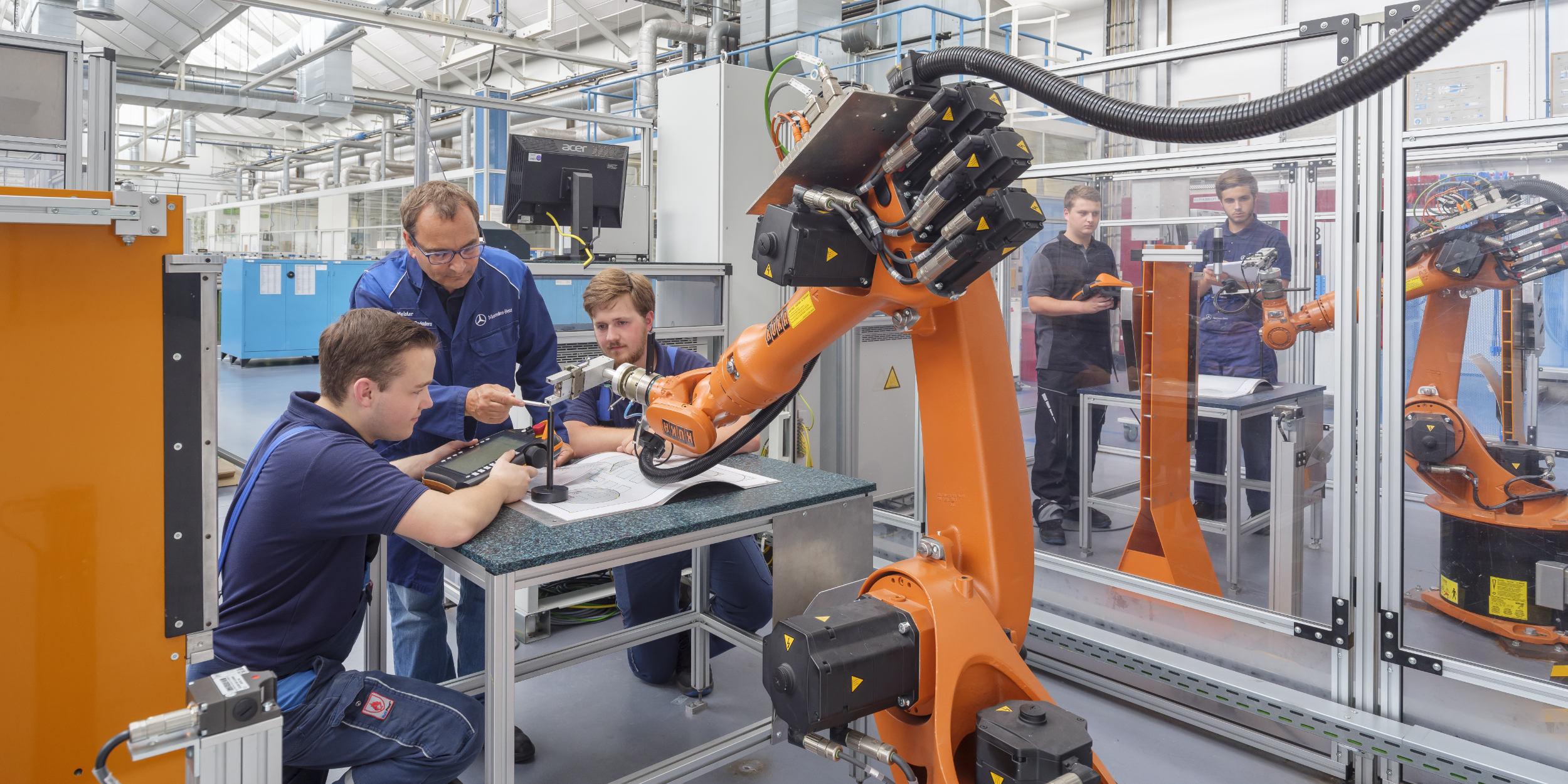 Industriefotografie Stuttgart und Umgebung Mercedes Benz Auszubildender Robotik Werk Wörth