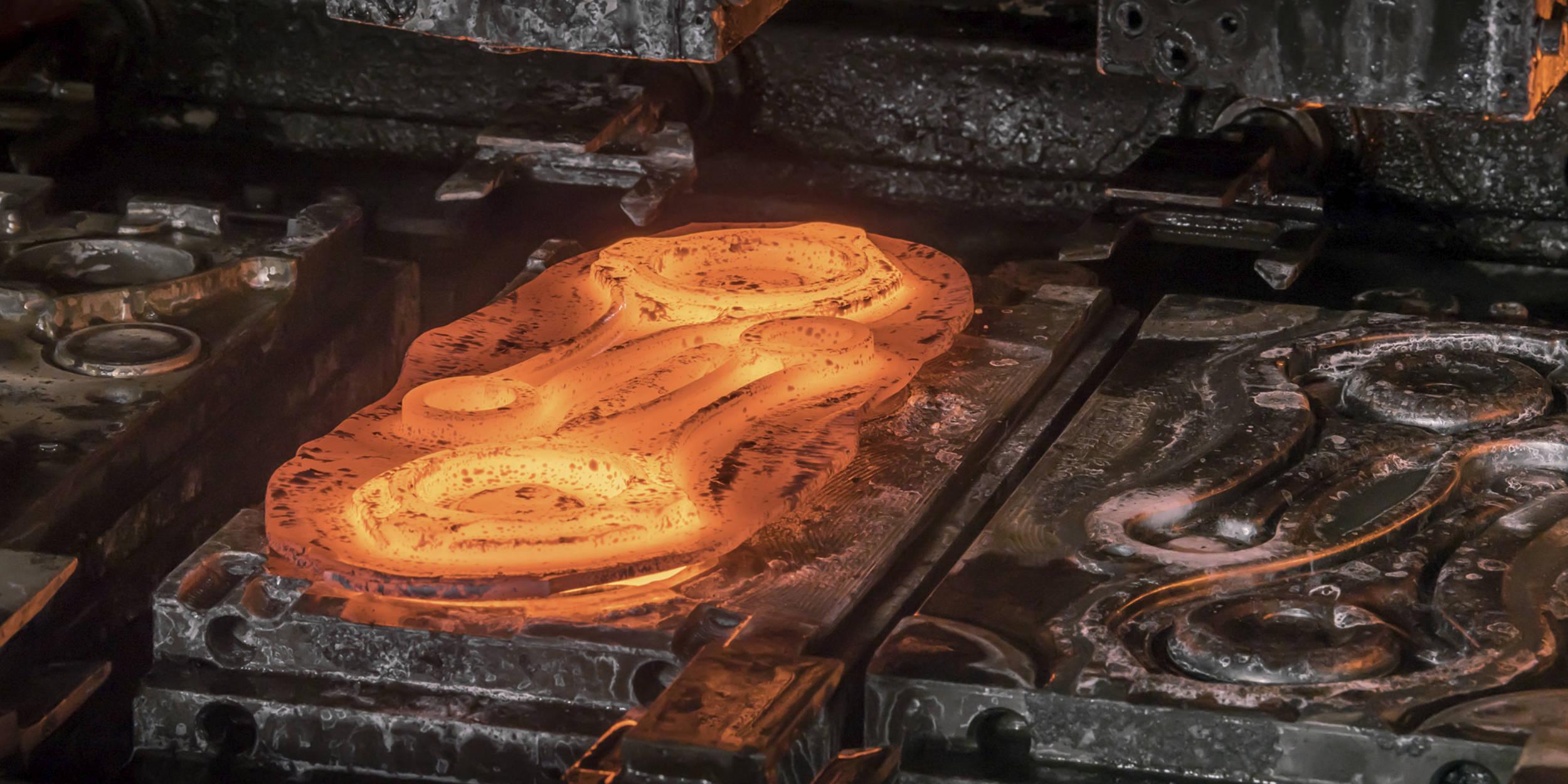 Industriefotografie Stuttgart und Umgebung Mercedes Benz Schmieden Schmiede Untertürkheim Stahl geschmiedeter Stahl glühender Stahl