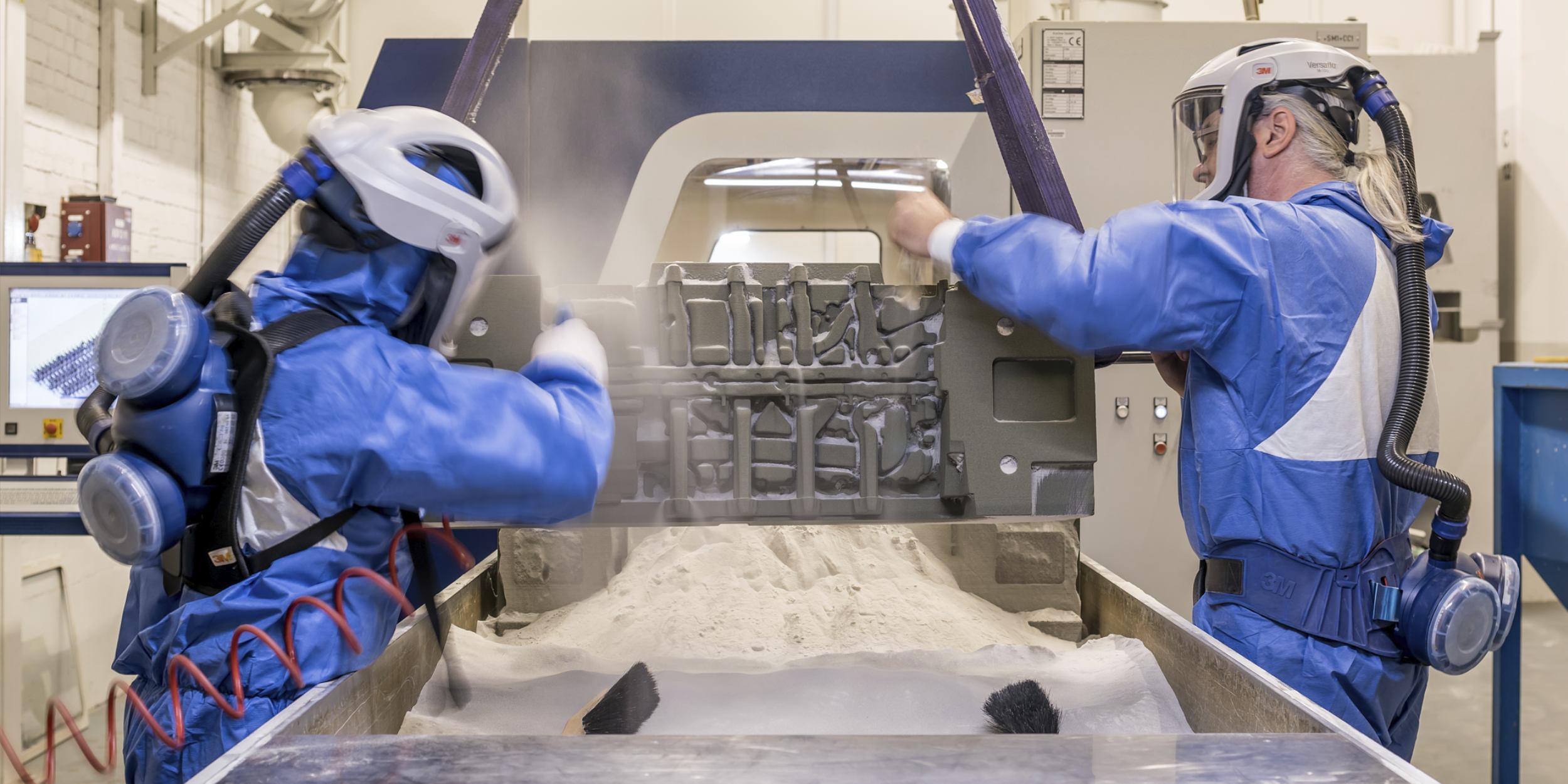 Industriefotografie Stuttgart und Umgebung Mercedes Benz Mettingen Schutzanzüge Schutzmasken rapid prototyping ausblasen