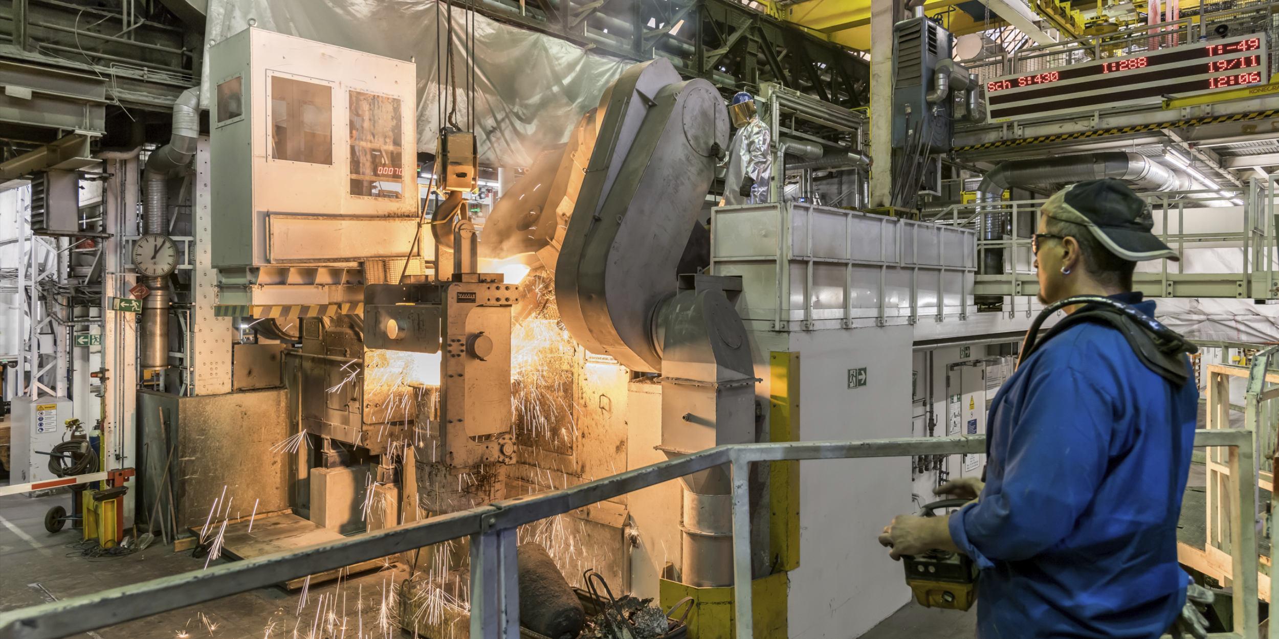 Industriefotografie Stuttgart und Umgebung Mercedes Benz Mettingen Rohstahl Rohmaterial Giesswerk Schwerkraftguss Schmiede