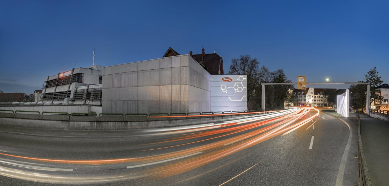 Architekturfotografie Stuttgart und Umgebung Stadtwerke Schorndorf Arnold Brücke Dramatischer Himmel Retusche es ist nicht alles wie es scheint Autolichter richtige Zeit richtiger Ort
