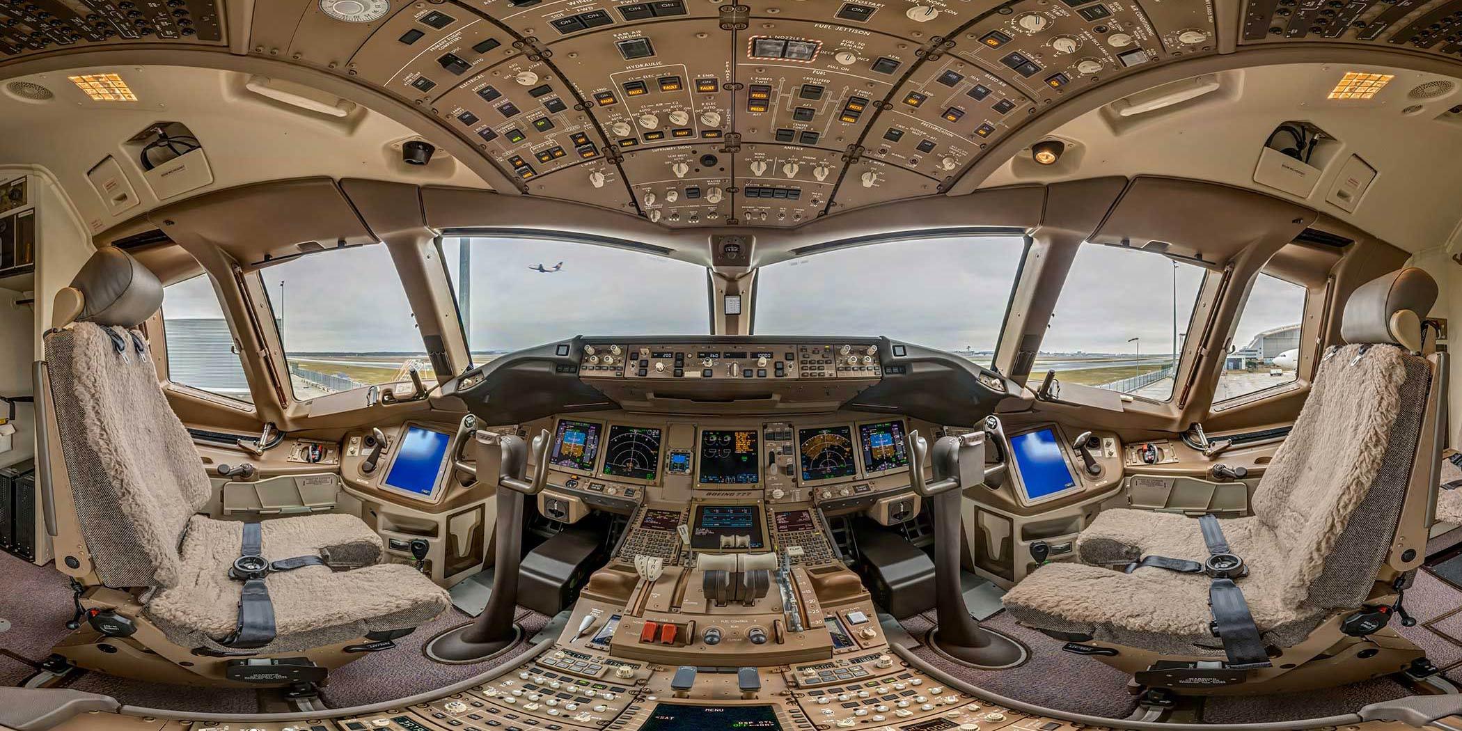 360°x180° Lufthansa Boeing 777 Cockpit Lufthansa Technik Frankfurt Rollfeld